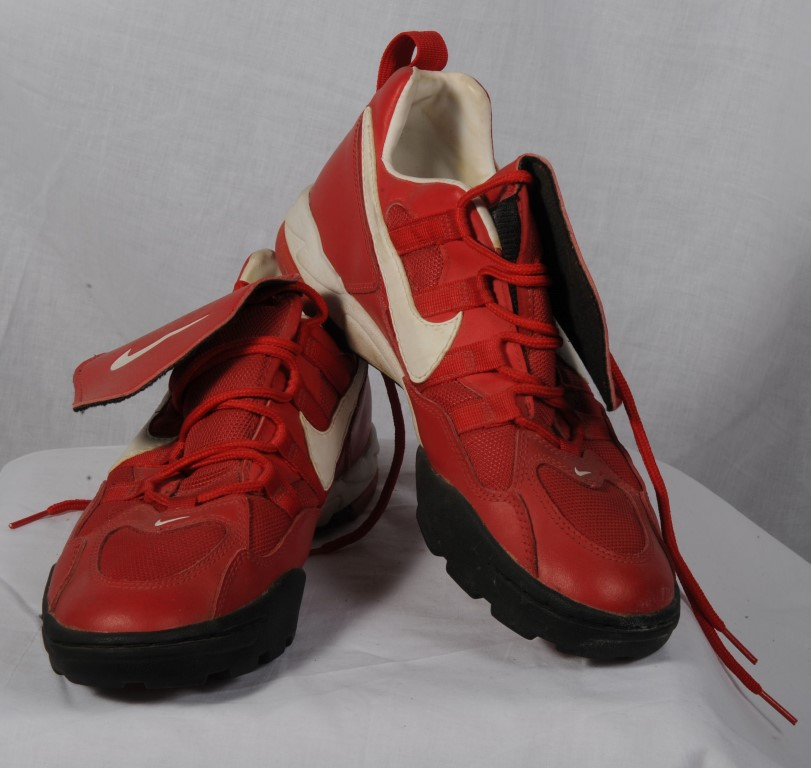SHOF15-Memorabilia_RedNikeShoes (Medium)